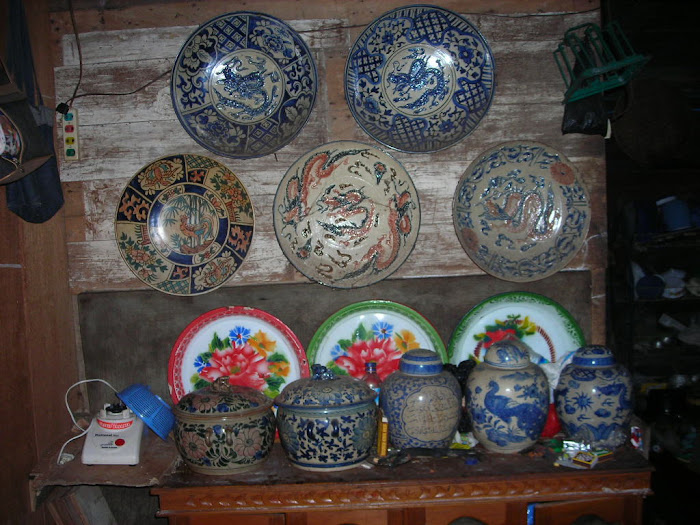 piring dan guci antik