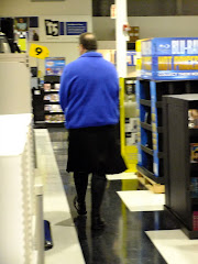 This skirt-wearin' dude was spotted at Best Buy