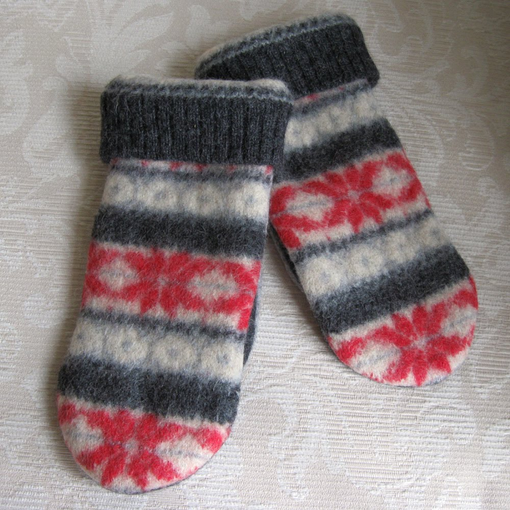 red%2Bsnowflake%2B1 Red snowflakes on the cream and gray background of these adult size mittens ...