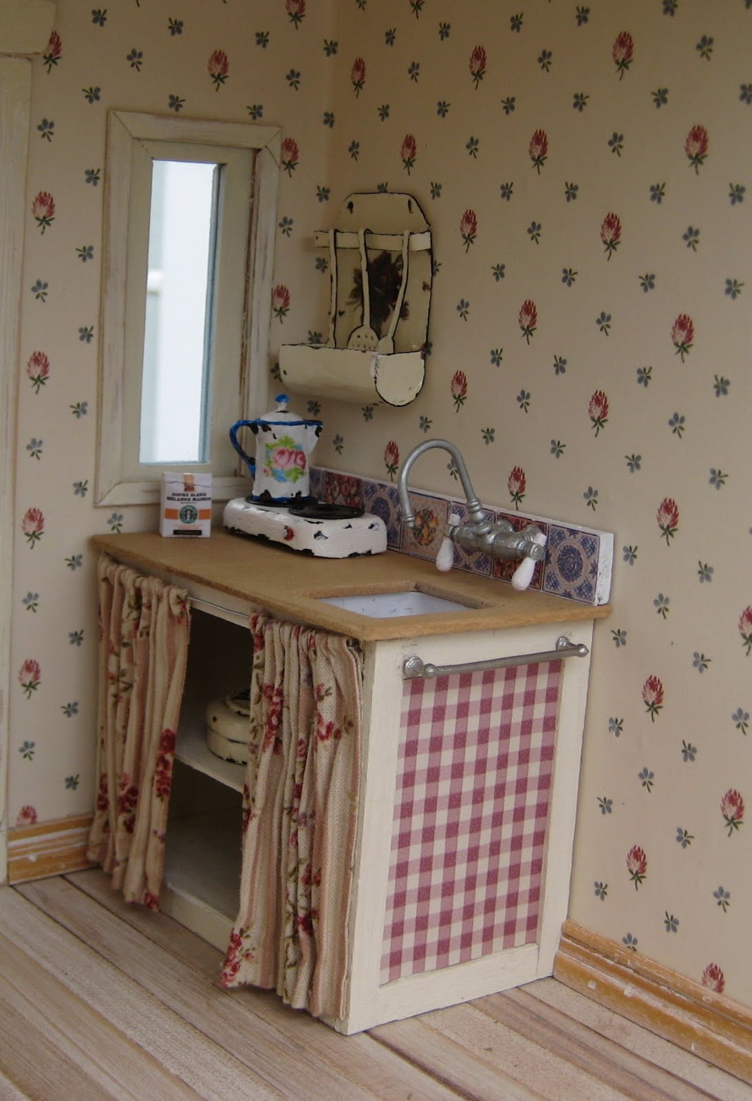 liberty biberty a shabby little kitchen. Black Bedroom Furniture Sets. Home Design Ideas