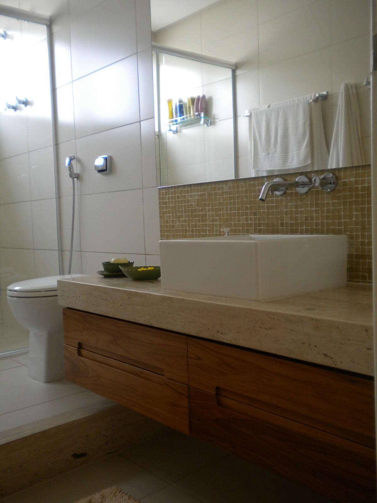 banho casal que eram dois banheiros antes da reforma o casal  #311F0D 1200 1600