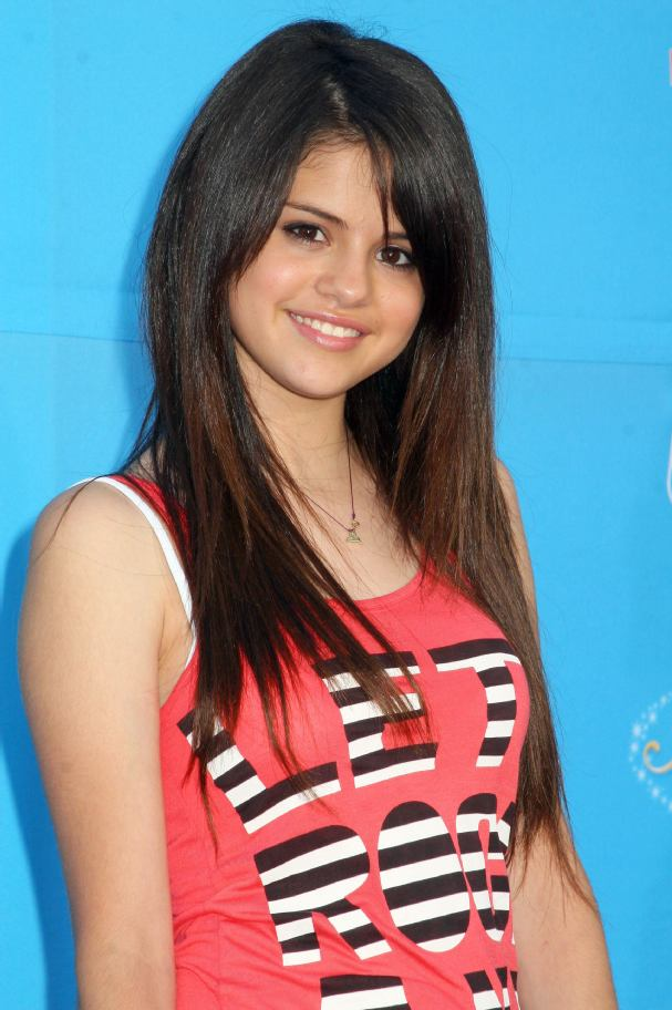 selena gomez hot kiss videos. selena gomez hot images.