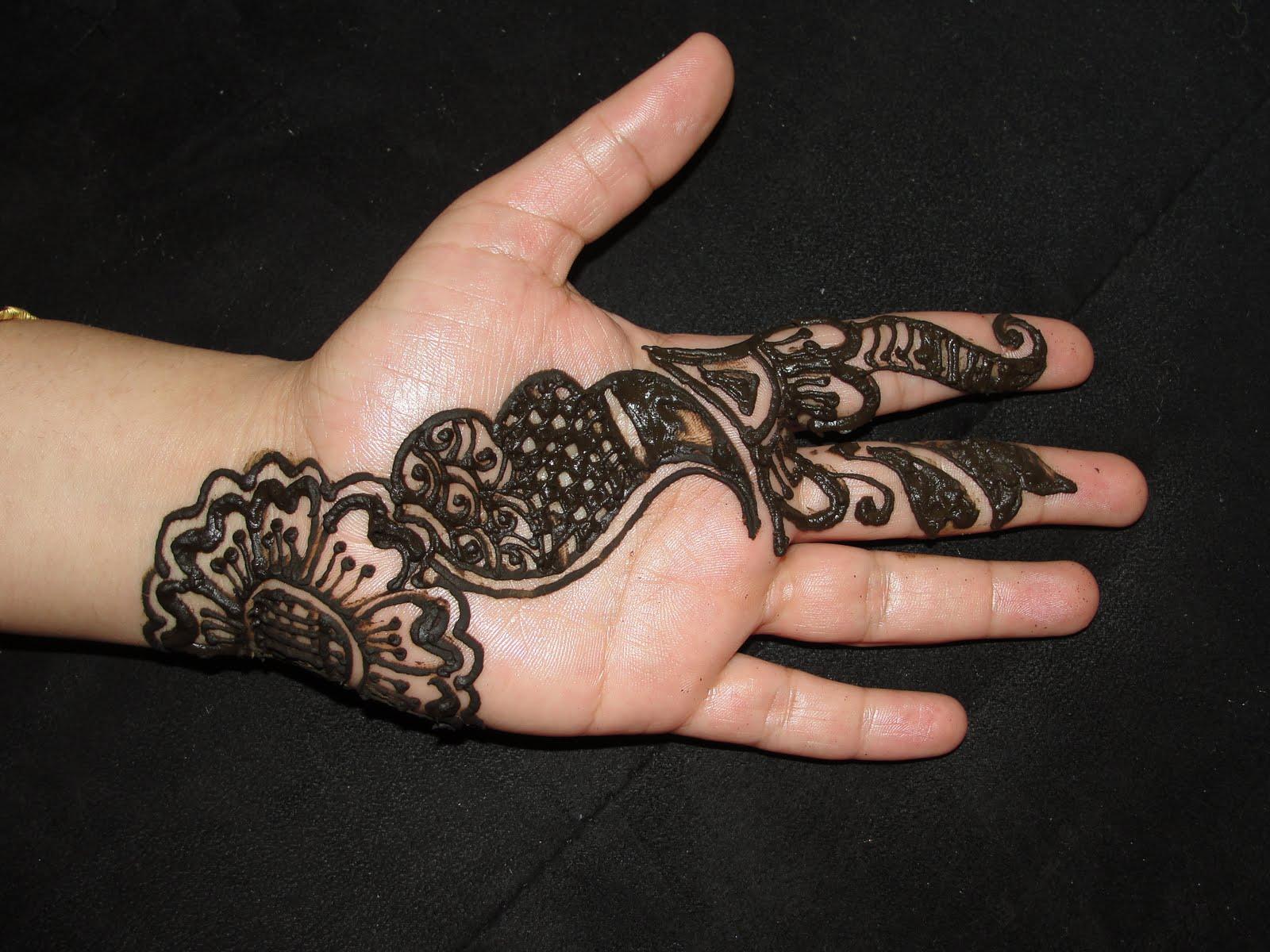 Red Mehndi Tattoo : Red impression recent mehndi henna designs