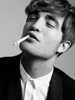 robert pattinson smoking cigarette. Robert Pattinson: Smoking