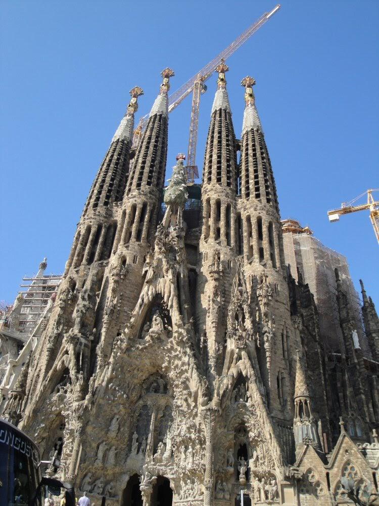 Barcelona spain la segrada familia for Gaudi kathedrale barcelona