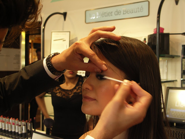 Le Métier de Beauté make-up artist Ivan Castro applies mascara