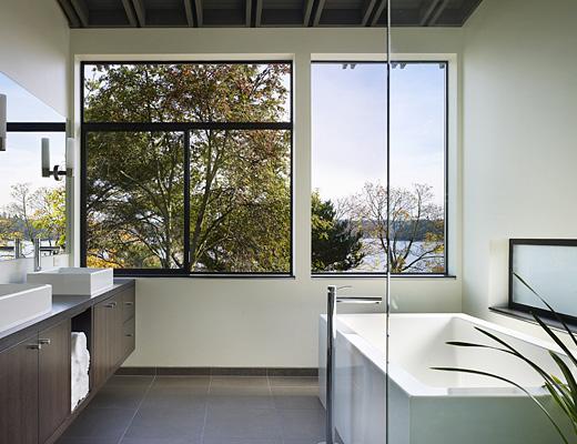 Rumah Keluarga Menggunakan Dinding Kaca