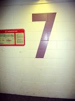 Numerot ovat joka kerroksessa erivärisiä - mukavaa ja käytännöllistä.