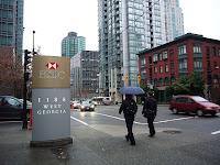 Katukuvaa 1188 Georgia Street Westin edustalta, missä konsulaatti sijaitsee.