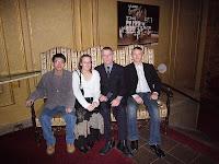Kuvassa meitä ensimmäisenä iltana vastaanottamassa ollut Marcus, Päivi, Miika ja Ossi.