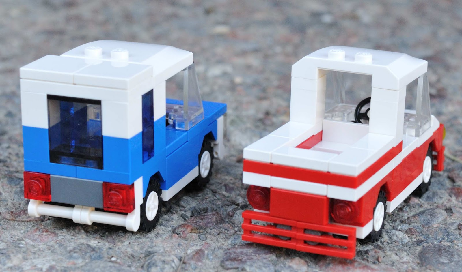 urban 39 s blog two small lego cars. Black Bedroom Furniture Sets. Home Design Ideas