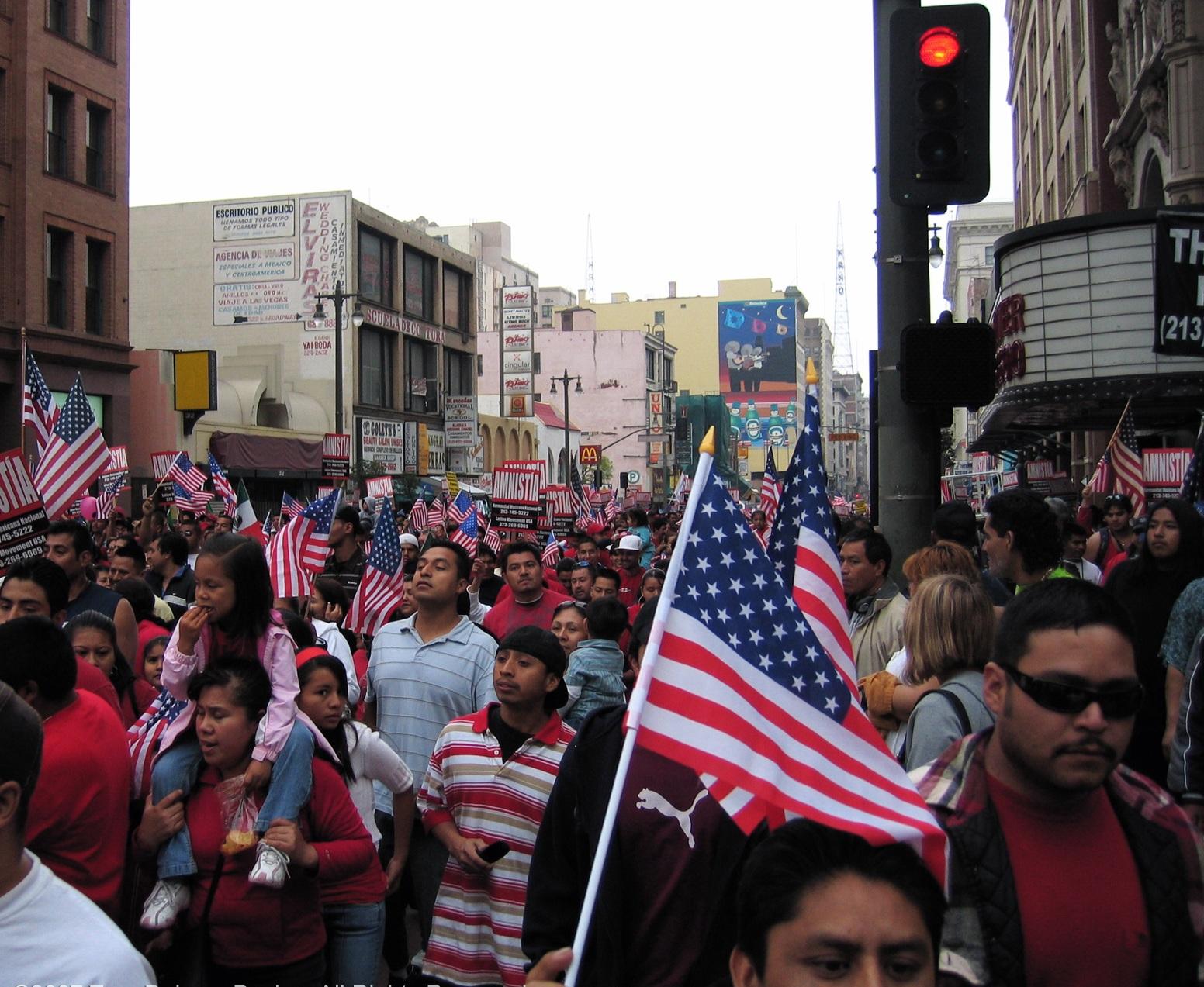 http://4.bp.blogspot.com/_1CM8MIpSPNo/S_7QyQNmtaI/AAAAAAAABng/9StXbZ1MGNY/s1600/proimmigration.jpg