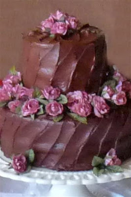 small petite wedding cake chocolate