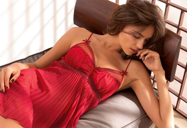 Hermosas Y Seys Mujeres Vestidas De Rojo Chicas