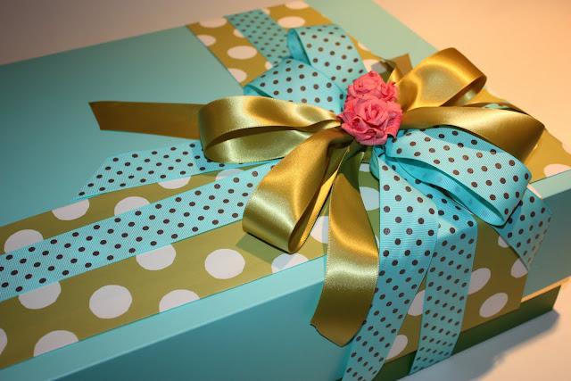 Как интересно украсить коробку для подарка 76