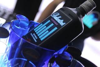 Ballantine's lança primeiro whisky com iluminação própria