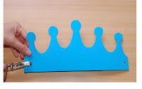 Hola! las manualidades con foami o goma eva son maravillosas, se pueden crear infinitos objetos en 2D y 3D, en este caso se armaron coronas para cumpleaños,