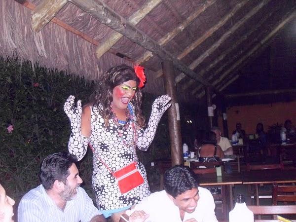 Telegrama Animado com mais uma de nossas drag queens:Muita alegria,humor e graça em qualquer festa