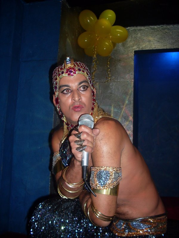 Sósia do cantor Ney Mato Grosso: Perfeito para qualquer evento!