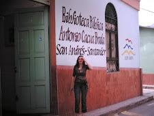 Biblioteca y bibliotecaria de San Andrés.