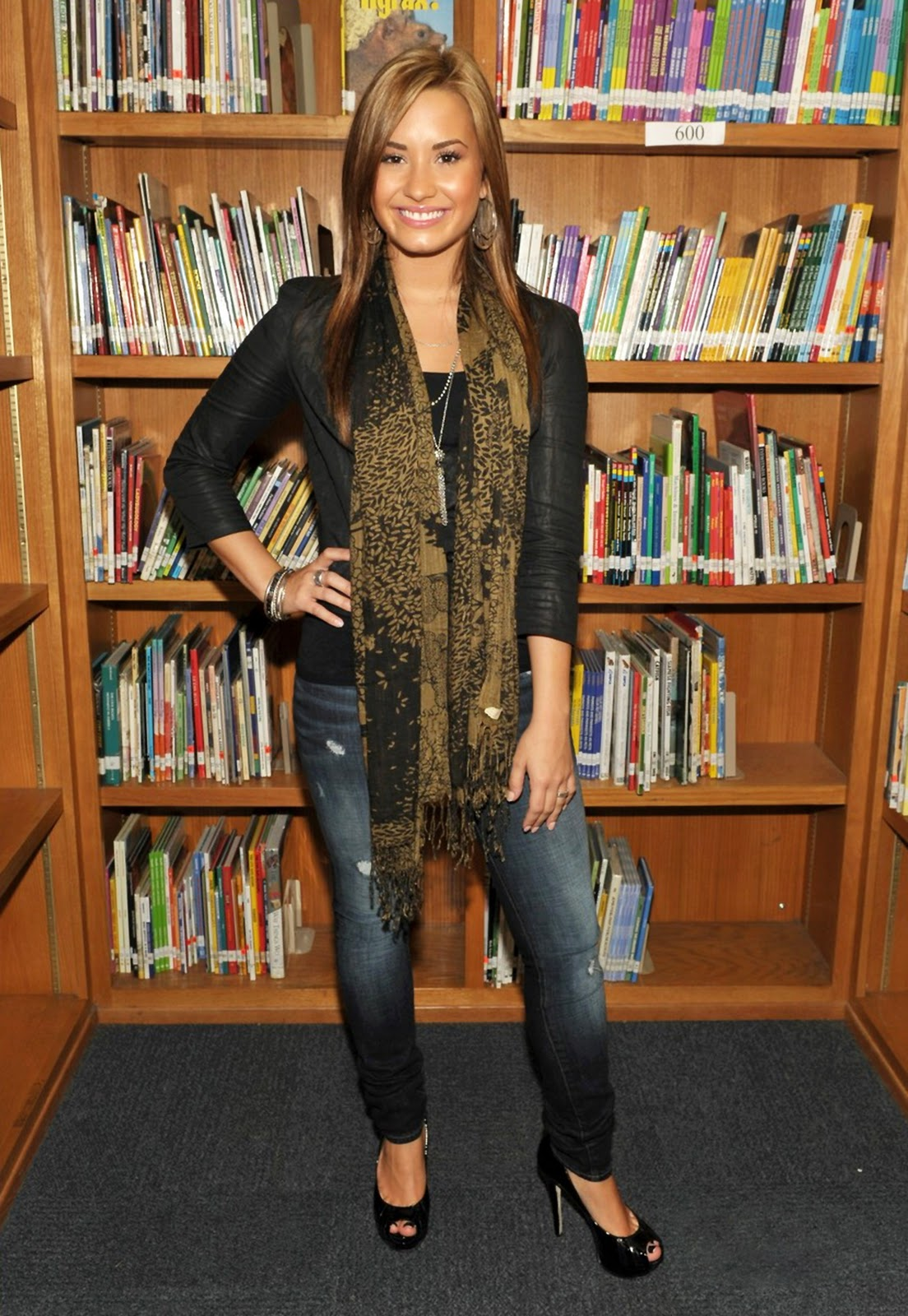 http://4.bp.blogspot.com/_1PLSuRNI8WU/TRSt1z5T-hI/AAAAAAAANmA/oPbPudJhfiQ/s1600/Demi+Lovato+%252821%2529.jpg
