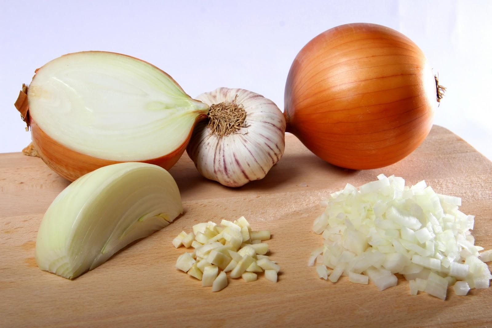 Image result for cebolla y ajo picado