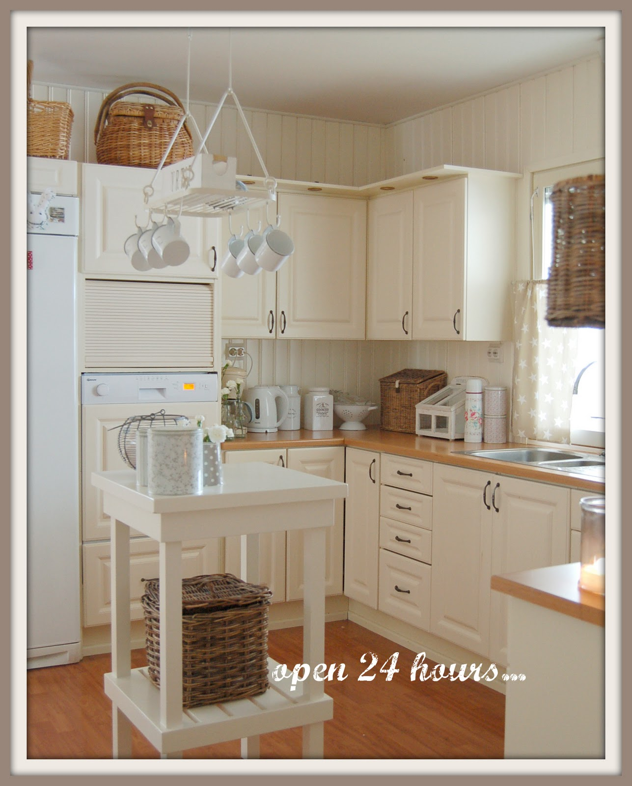 Maalaisunelmaa keittiö
