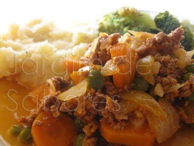 Estufado de Carne Picada e Puré de Batata com Kaşar