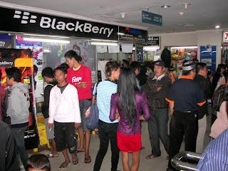 Ponsel Lokal di HP Zone MTC Karebosi Laris Manis