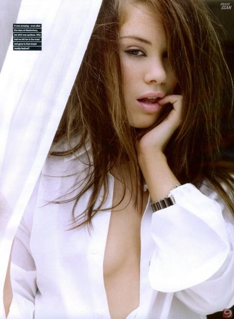 Roxanne Mckee - Photos Hot