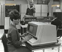 http://4.bp.blogspot.com/_1Ujh5PNXmfY/TH_7sB4uD6I/AAAAAAAAAjQ/0VdQ25mxpg8/s1600/old+computer.jpg