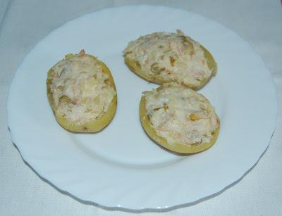 Patatas rellenas de atún y aceituna
