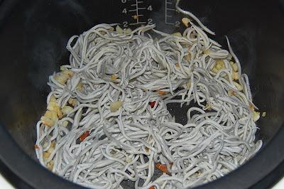 Se añaden las gulas y se remueve