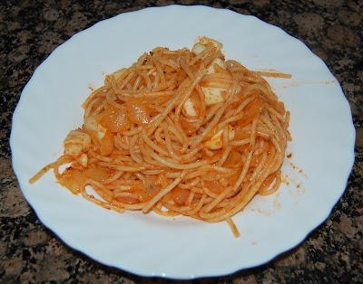Spaghetti con sepia y tomate