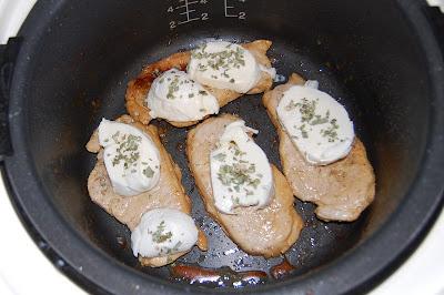 Se cubre el lomo con la mozzarella