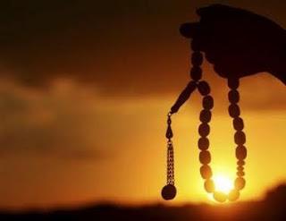 http://4.bp.blogspot.com/_1X65FKbCcrQ/SqbevLH_jUI/AAAAAAAABVY/4-A_SNBkdrU/s320/ramadhan+-+dzikir.jpg