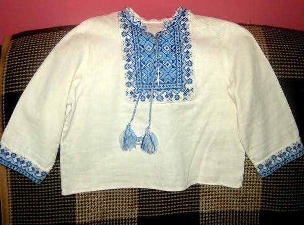 Это сорочку вышивала сестра.  Эту сорочку я вышывала сама.  К. истории о вышиванках.