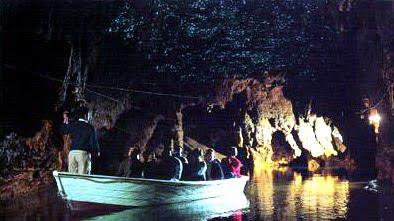 เที่ยวถ้ำโดยกาล่องเรือ