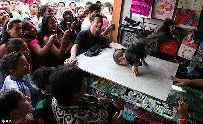 ชาย ที่ เตี้ยที่สุดในโลก