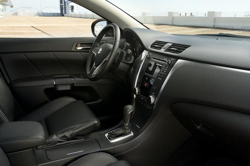 Suzuki Kizashi Sport  ( 2011) interior