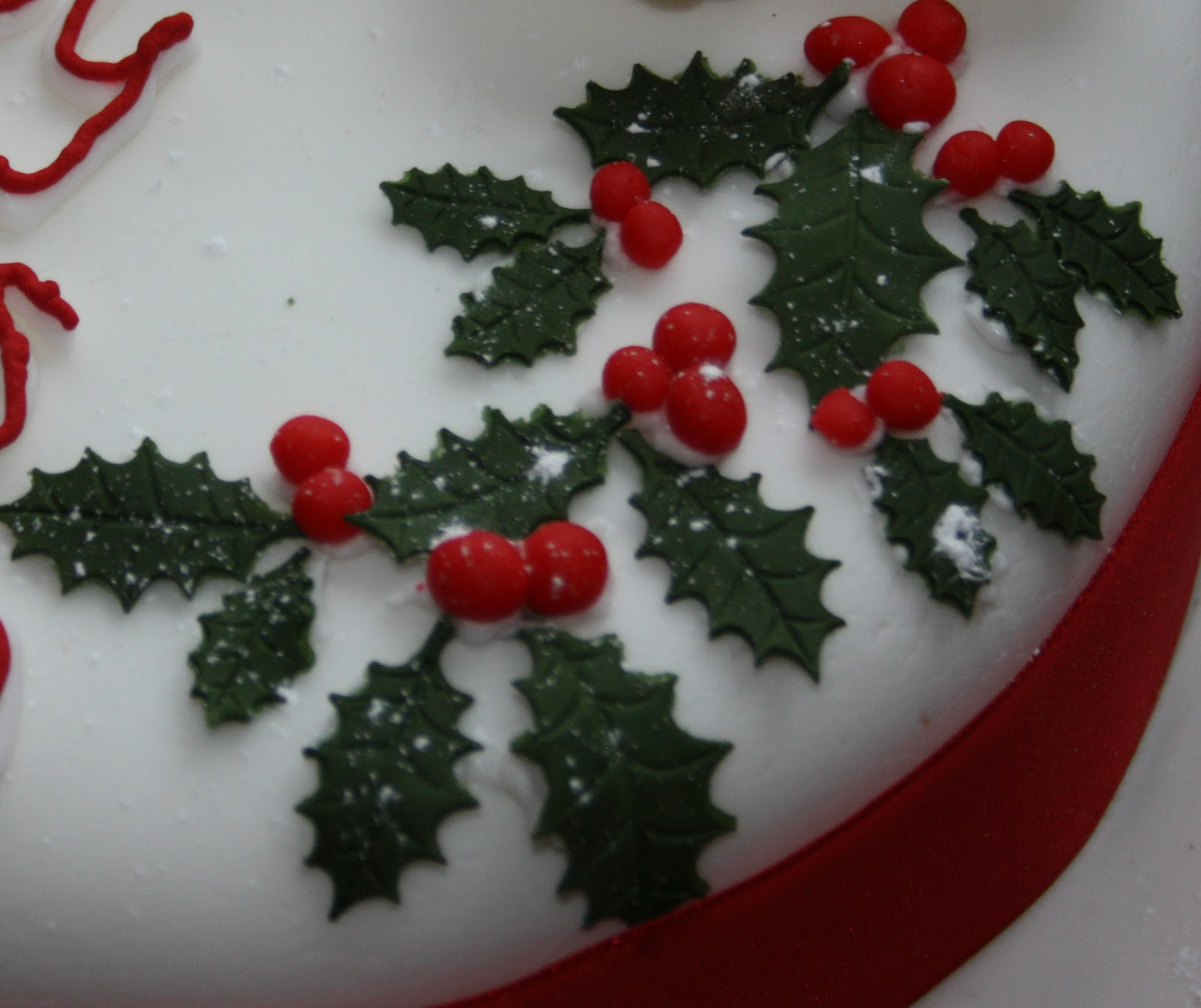 Christmas Cake Decoration Holly : Decorating the Christmas Cake Bex in Sugarland