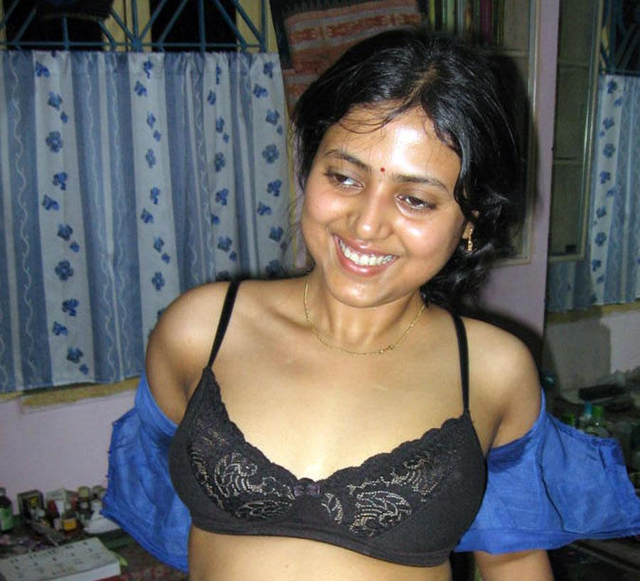 Saxe Garl Girls http://telugu-devotional-mp3.blogspot.com/2011/02/mallu-aunty-abitha-removing-dress-hot.html