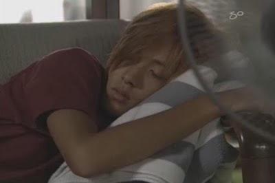http://4.bp.blogspot.com/_1jG13TbzVjU/TLoJ3iPVjEI/AAAAAAAAMis/vI98mbaB-H0/s1600/sleepy+yamapi-chan.jpg