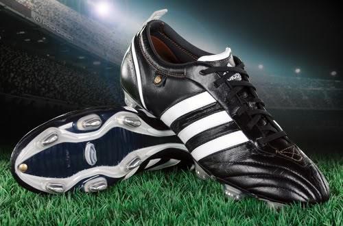 IRAWADI: Sejarah Singkat Sepatu Sepak Bola