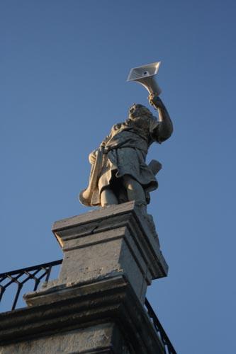 Estátua com Som