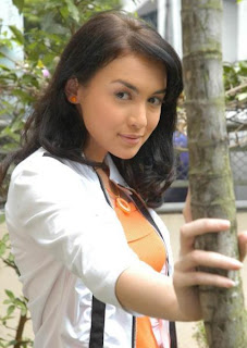 Rianti Cartwright Cantik and Seksi