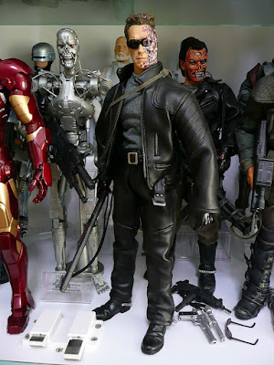 T 400 Terminator Hot Toys Terminator T-800 and Kyle Reese from