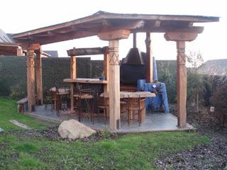 Muebles r sticos hassan quincho con mesones y bar en fierro for Mesones de madera