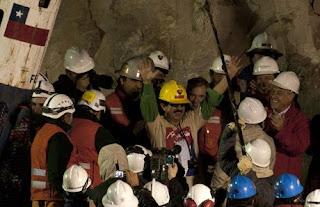 Los mineros de Chile continúan siendo rescatados