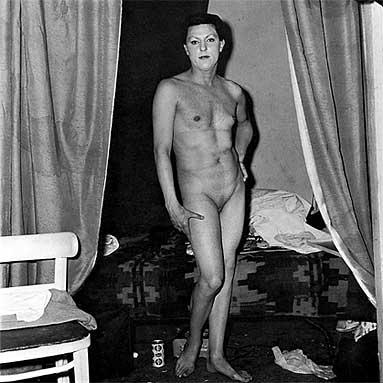 голый мужчина на улице фото